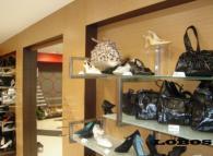 Рафтове и стелажи за магазин за обувки -